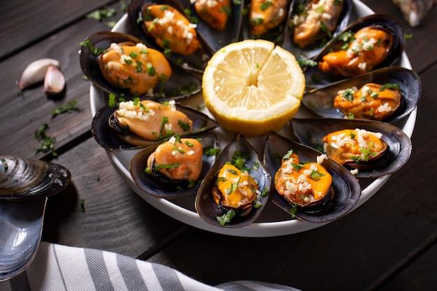ムール貝の調理。ムール貝の蒸しおいしいスペインのシーフードレシピ