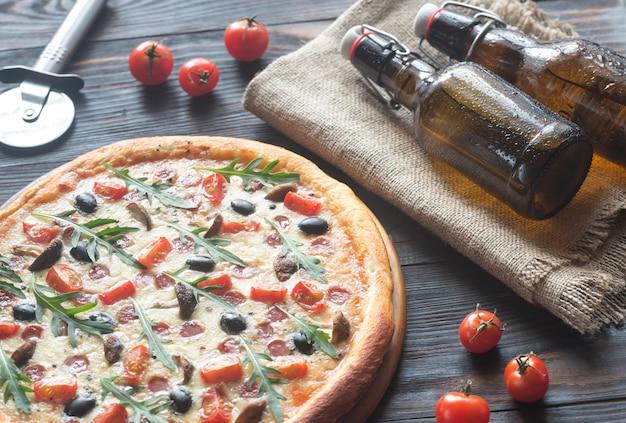 맥주와 함께 피자 요리