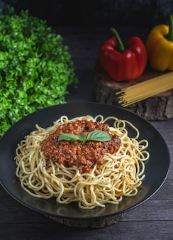 Cooked spaghetti with basil leaf