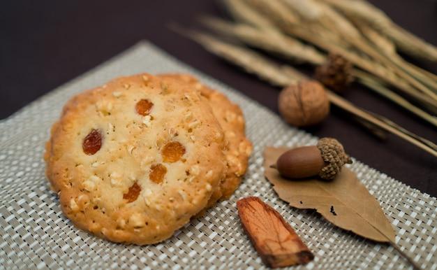 Печенье на столе, домашний десерт, выпечка