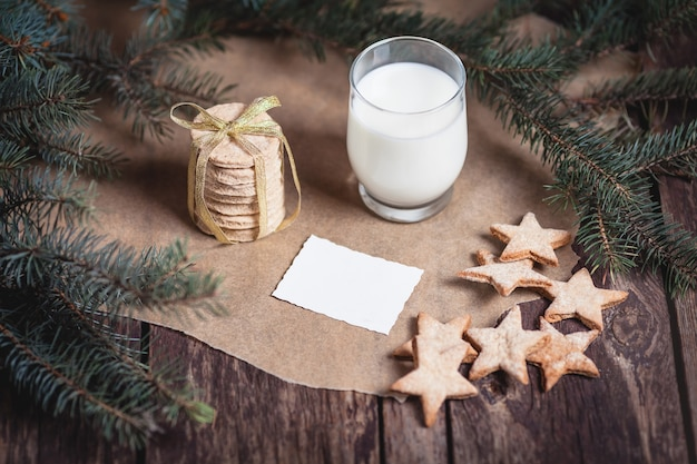 サンタクロースのクッキーと牛乳