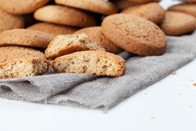 オートミールと小麦粉で焼いたクッキー