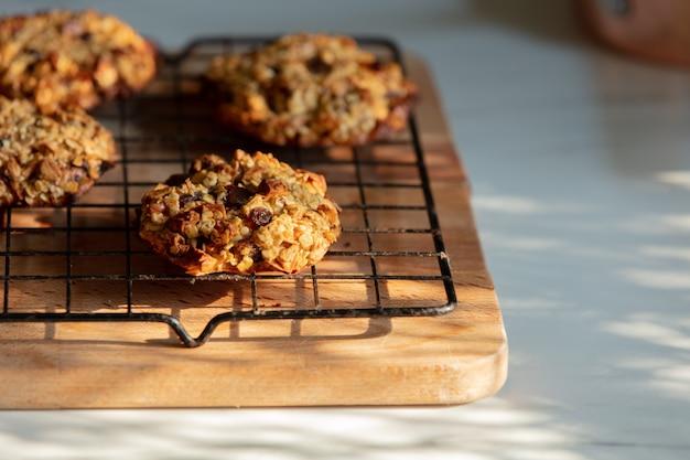 キッチンのワイヤーラックのクッキー