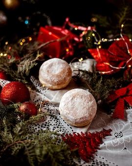 粉砂糖をトッピングしたクッキー