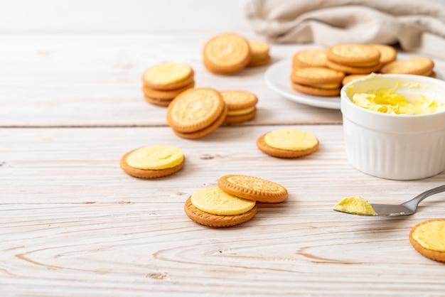 バタークリーム入りクッキー