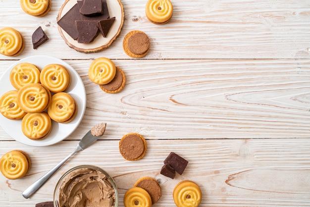 チョコレートクリームとクッキー