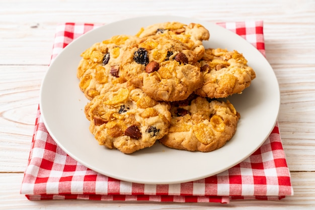 Cookies with cornflake raisin and almonds
