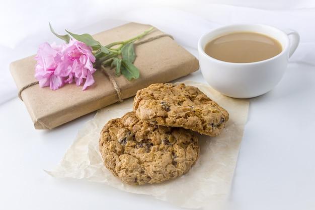 ギフトとコーヒーカップのクッキー