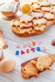 Печенье с ингредиентами и ярким поздравлением