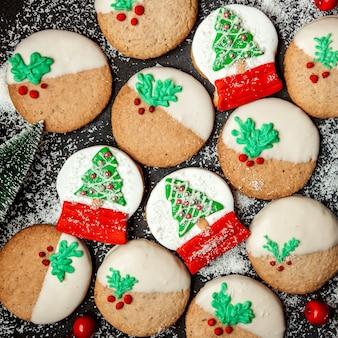 Печенье с росписью новогодней елки