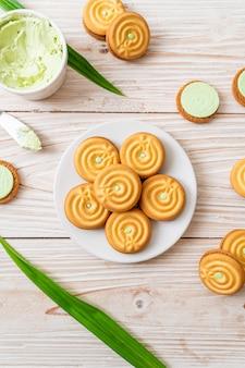 Cookies with pandan cream
