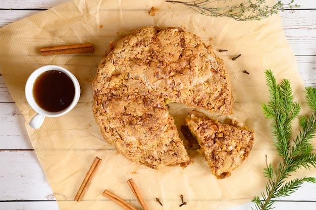 アップルパイを料理して自分でやる。ケーキの準備に関する一連の写真の写真。