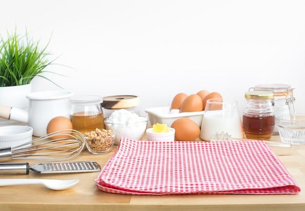 さまざまな食材を使った朝食の調理