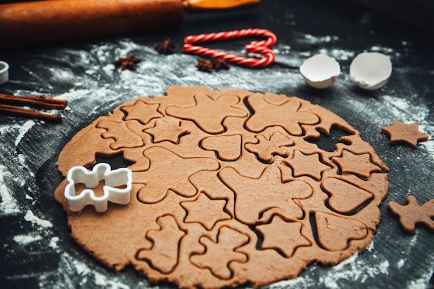 Cooking homemade gingerbread cookies. traditional homemade christmas pastries. making homemade gingerbread cookies. festive atmosphere, home cooking.