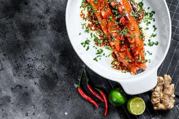 Приготовление филе лосося терияки. ,