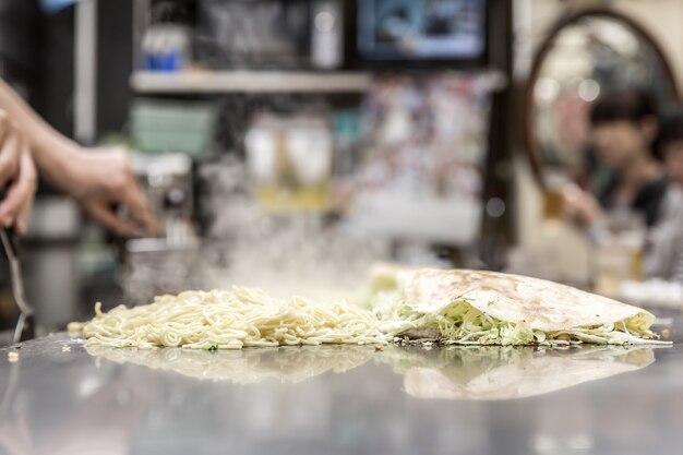 Cooking of okonomiyaki