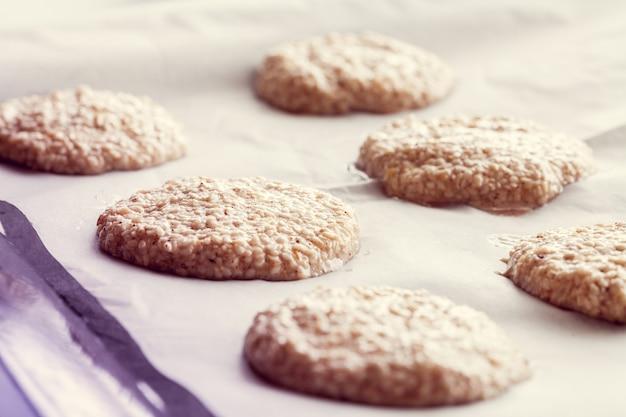 Cooking sesame cookies