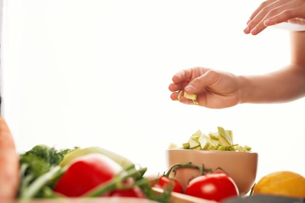 Приготовление нарезки овощей кухня здоровое питание салат