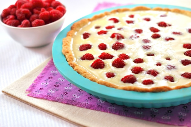 Cooking tart with raspberry