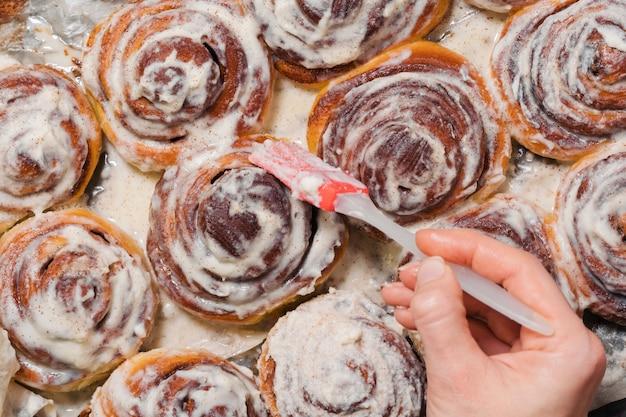 Готовим вкусные домашние булочки с корицей выпечка