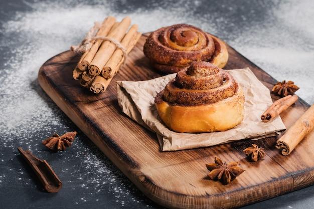 Готовим вкусные домашние булочки с корицей