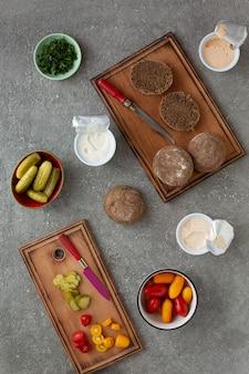 Приготовление вегетарианских бутербродов с овощами