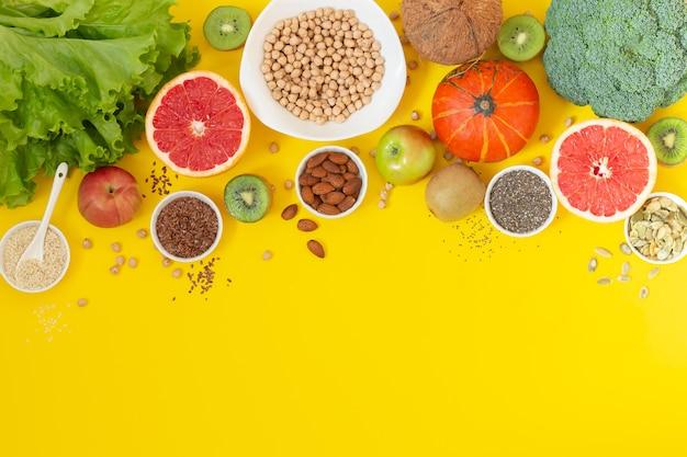 ベジタリアンまたはビーガンフードを作るための新鮮な原材料を使った料理