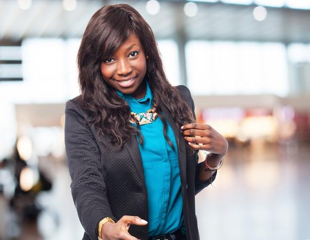 Прохладный черный женщина-приветствие знак