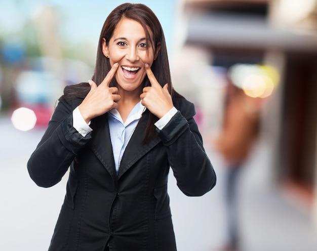 Donna d'affari fresco sorridente