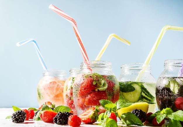 Холодный витаминный напиток с фруктами