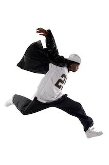 Холодный молодой человек хип-хоп на белом фоне