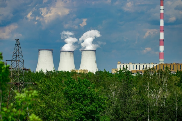 Градирня атомной электростанции польша.