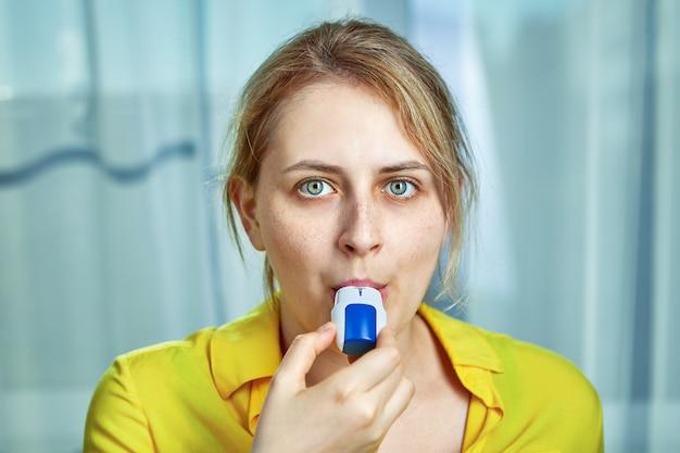 기관지 확장제 분말 흡입기로 copd 또는 만성 폐쇄성 폐 질환 치료.