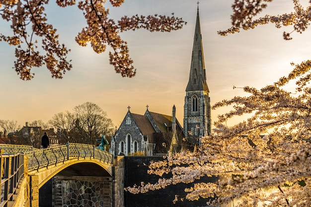 Копенгаген дания 07 апреля 2020 года: англиканская церковь святого албана в копенгагене