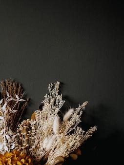 말린 꽃 구성의 복사 공간 배열, 수제 빈티지 모형