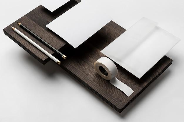 Скопируйте космические визитки и пустые листы бумаги