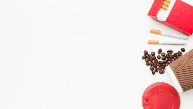 Copia spazio caffè e sigarette