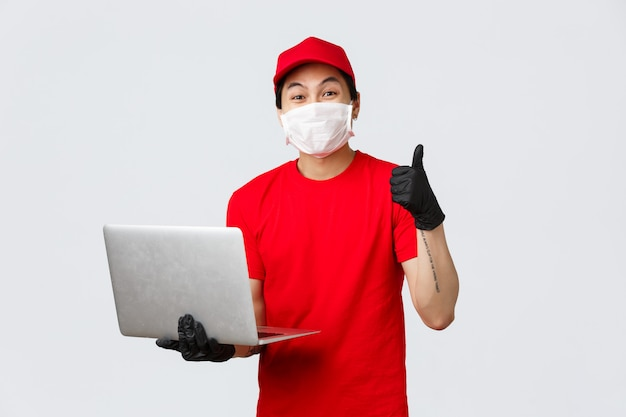 Copy-space delivery man with laptop