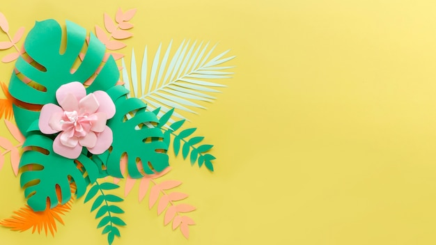 Copy-space цветок и листья в бумажном стиле
