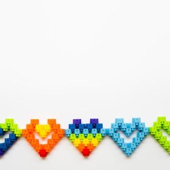 Копия пространство коллекции сердца на столе