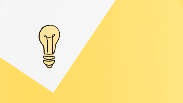 Copia-spazio lampadina sul tavolo