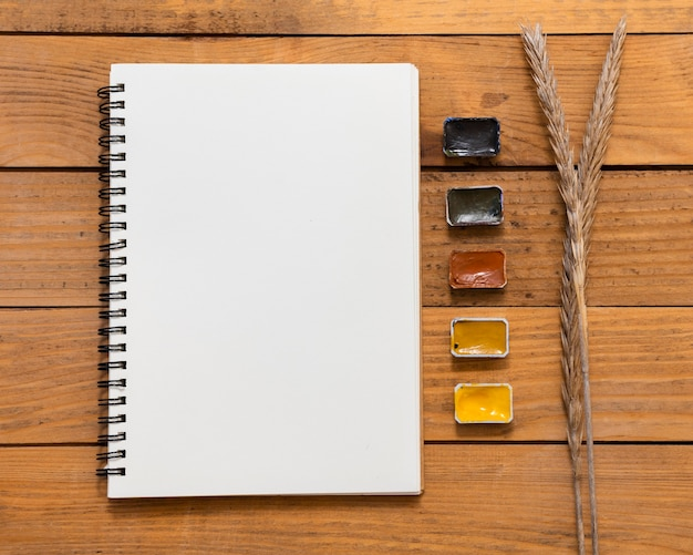 Copy space notepad and colors flat lay