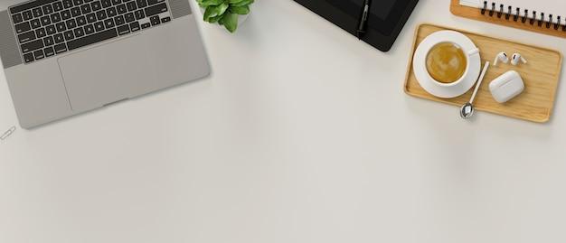 노트북, 편지지 및 커피 컵, 3d 렌더링, 상위 뷰, 3d 일러스트와 함께 흰색 테이블에 공간을 복사