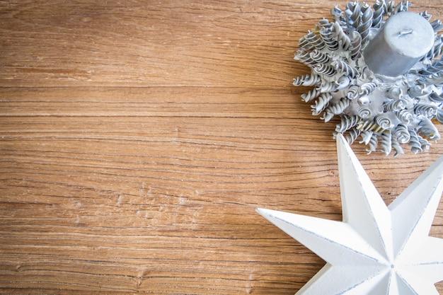 크리스마스 모티브가 있는 나무 판자에 공간 복사