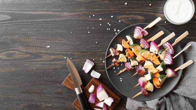 Copy-space vegetables and meat skewers