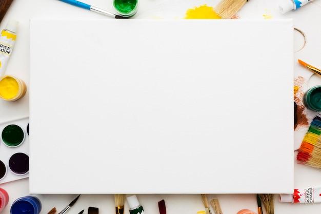 아트 스튜디오 항목 위에 공간 흰색 캔버스 복사