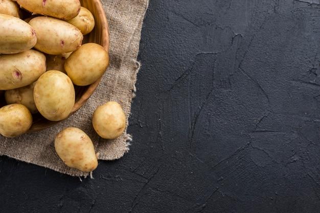 Copy-space органический картофель