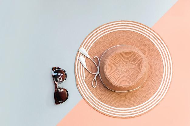 Соломенная шляпа лета на красочном. концепция отдыха, copysp