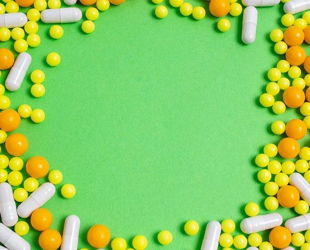 Таблетки, витамины от болезней. профилактика гриппа, коронавируса, copyspace