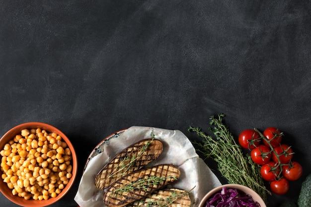 Приготовленная еда для здорового обеда. copyspace